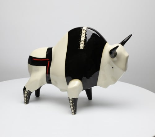Żubr XL model Fetish, ceramika malowana podszkliwnie, szkliwiona
