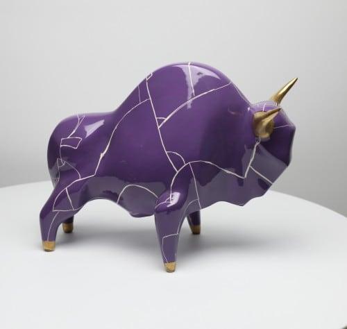 Żubr XL model Panek, ceramika szkliwiona, malowana naszkliwnie, złocona 2