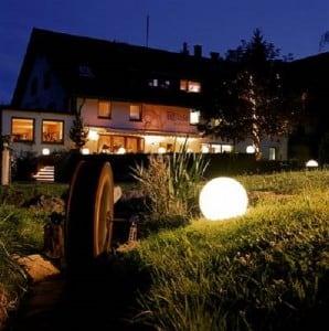 Lampa ogrodowa Biała Kula Dekoracyjna - Luna Ball 20 cm small 2