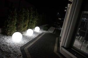 Dekoracyjna lampa ogrodowa Kula - Luna ball 50 cm small 1