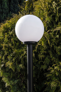 Lampa ogrodowa stojąca Moon lamp biała 30 cm E27 czarny słupek 100 cm small 3
