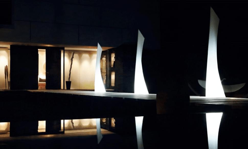 Lampa zewnętrzna dekoracja do ogrodu WING MONOBLOCK LAMP 40X46/219 CM