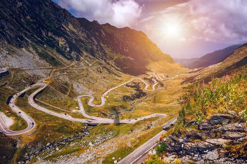 Fototapeta Droga Transfogaraska, Rumunia, spektakularna droga w górach, lato, promienie słońca