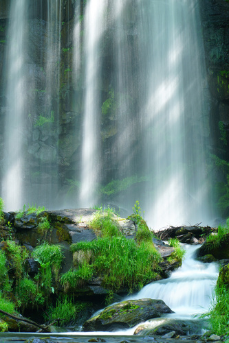 Fototapeta Wodospad Karasawa, skały, promienie słońca, zieleń