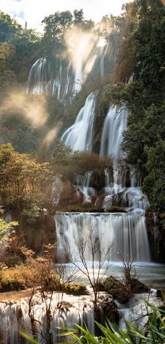 Fototapeta wodospad Thee Lor Su, Tajlandia, promienie słońca