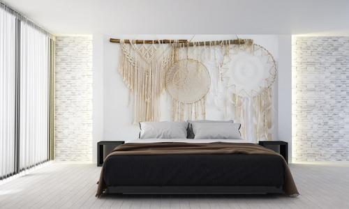 Tapeta boho, łapacz snów, makrama, naturalne materiały, piórka, dekoracja ścienna